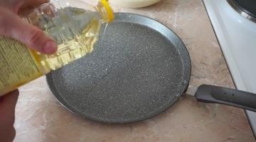 масло на сковороде для блинов
