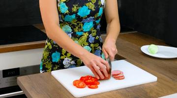 колбаса и помидор дльками