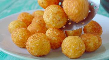 сырные шарики на тарелке