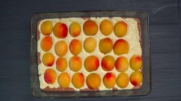 выкладываем абрикосы на пирог