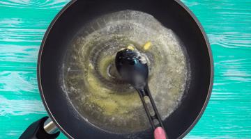 разогретое масло на сковороде