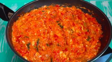 жаренные помидоры с яйцами